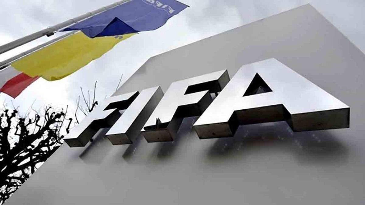 FIFA может продлить трансферное окно до января из-за коронавируса