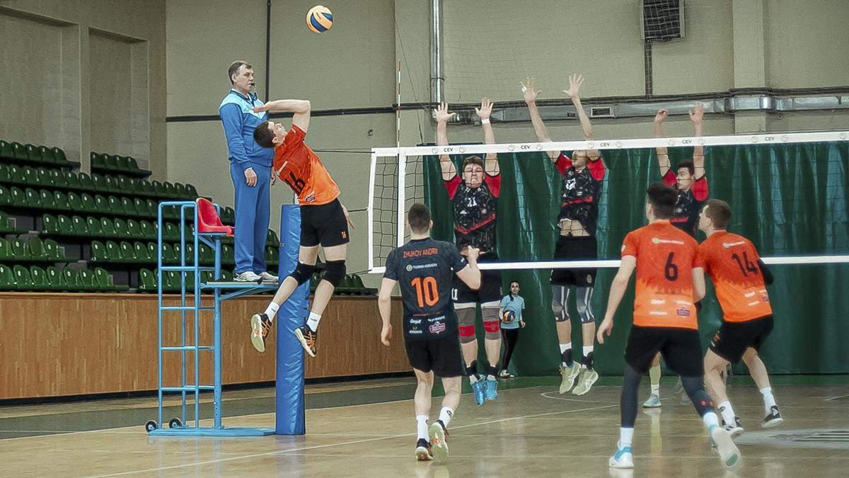 Чемпионаты Украины по волейболу завершили без определения победителей