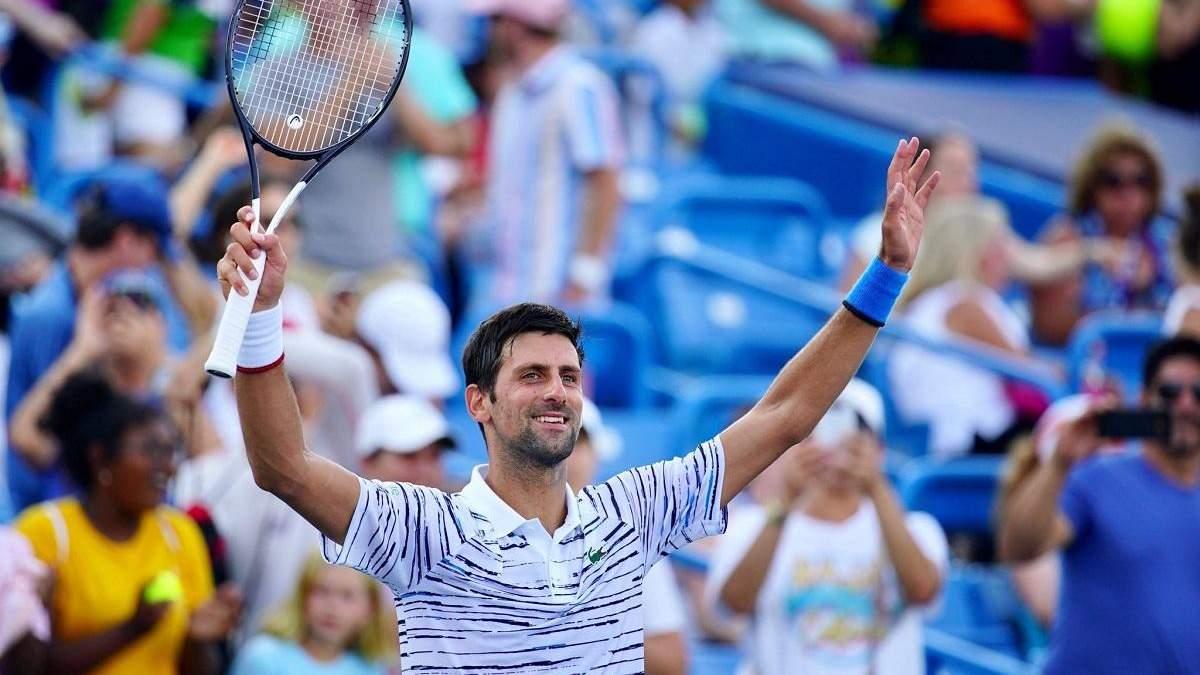 Тенісист Джокович зіграв у теніс сковорідкою та переміг – кумедне відео