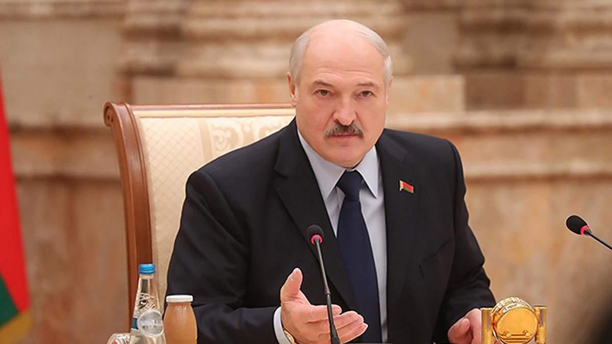 Лукашенко порадив боротися з коронавірусом спортом і сметанним маслом