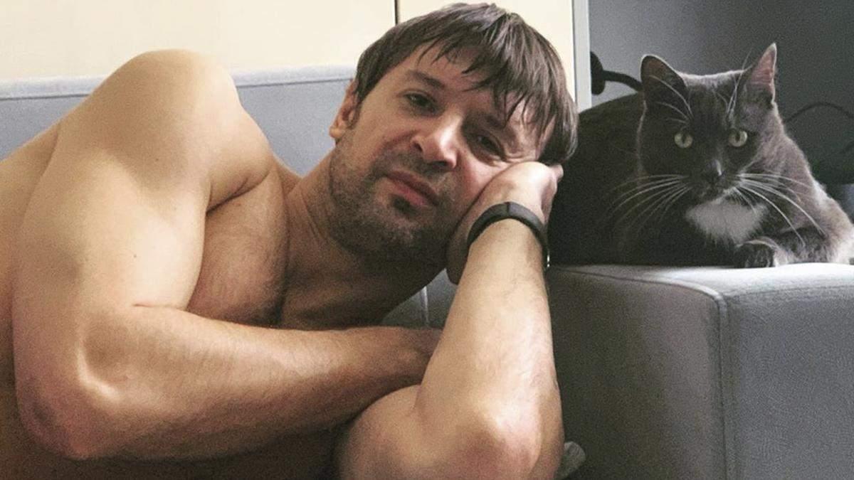 Легенда сборной Украины учит готовить алкогольные коктейли: видео