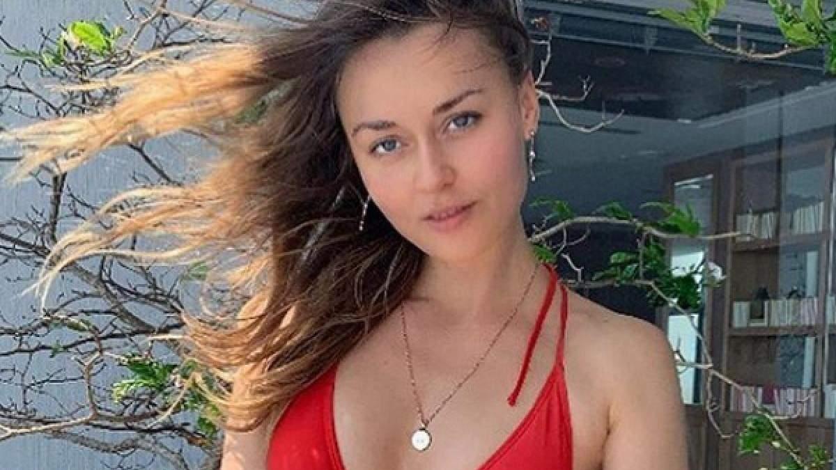 Дружина українського боксера записала сексуальне відео в мінімальному бікіні