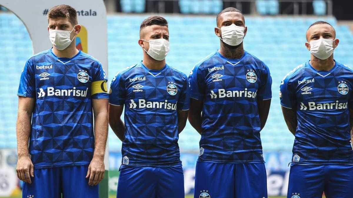 Футбол в масках