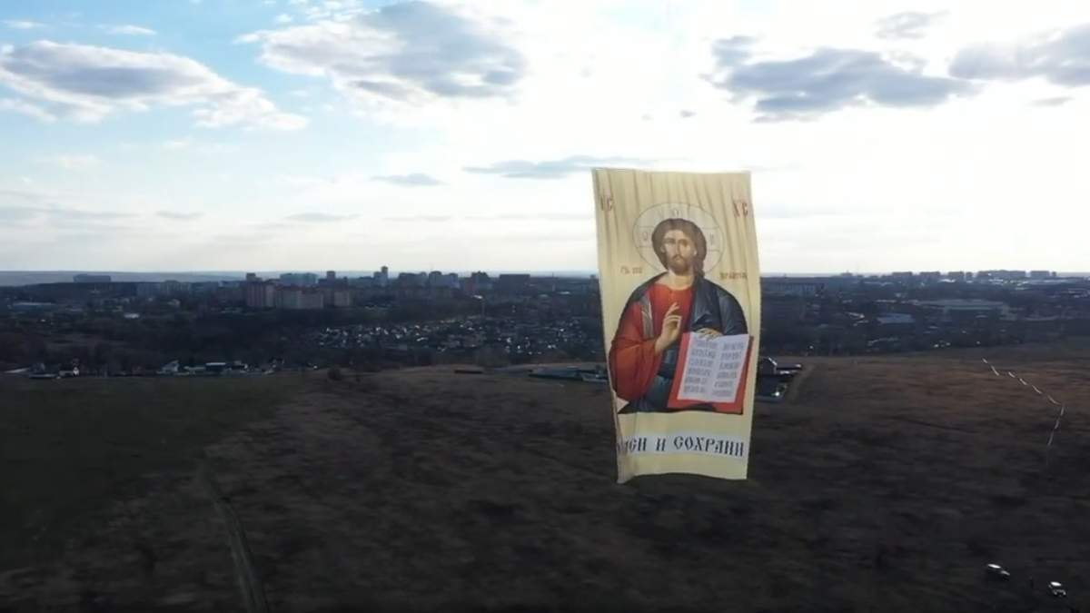 В России запустили полотно с збораженням Иисуса Христа