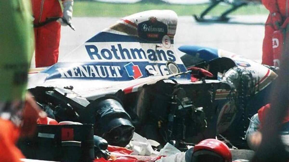 Смертельна аварія Сенни – як розбився легендарний гонщик – відео