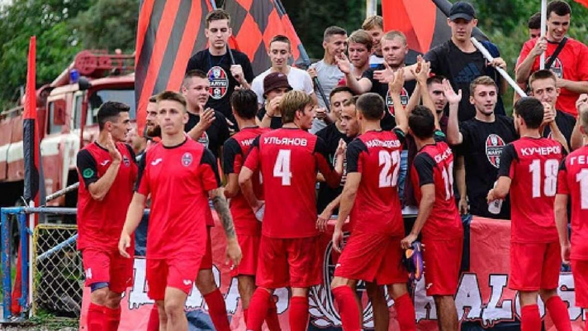 Клуб Другої ліги розпустив команду по СМС