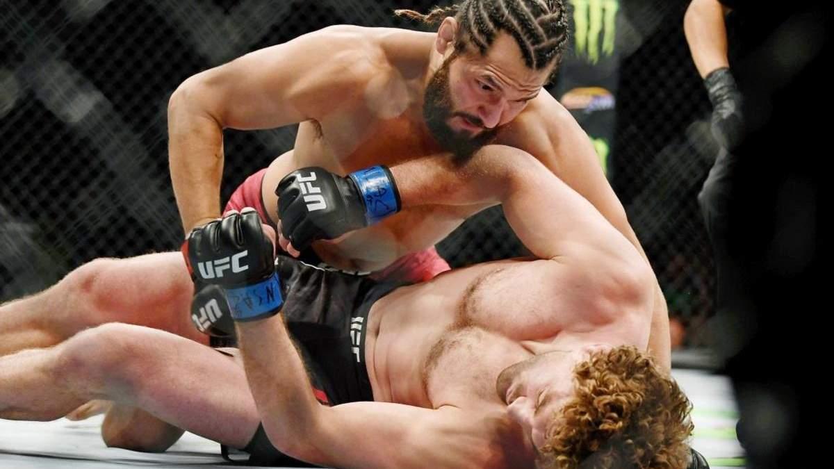 """Масвідаль одним ударом коліна """"відключив"""" суперника: відео найшвидшого нокауту в історії UFC"""