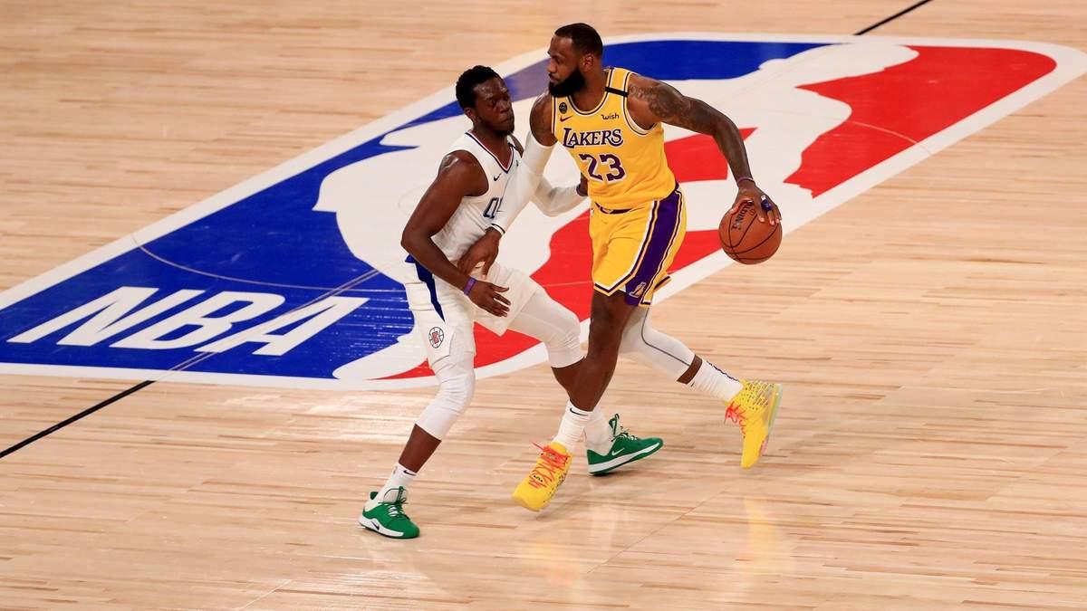 """ЛеБрон Джеймс приніс """"Лейкерс"""" перемогу над """"Кліпперс"""" у першій грі НБА після карантину: відео"""