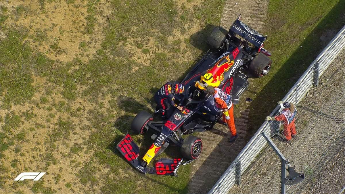 Пилот команды Формулы-1 разбил болид во время практики Гран-при Великобритании: видео