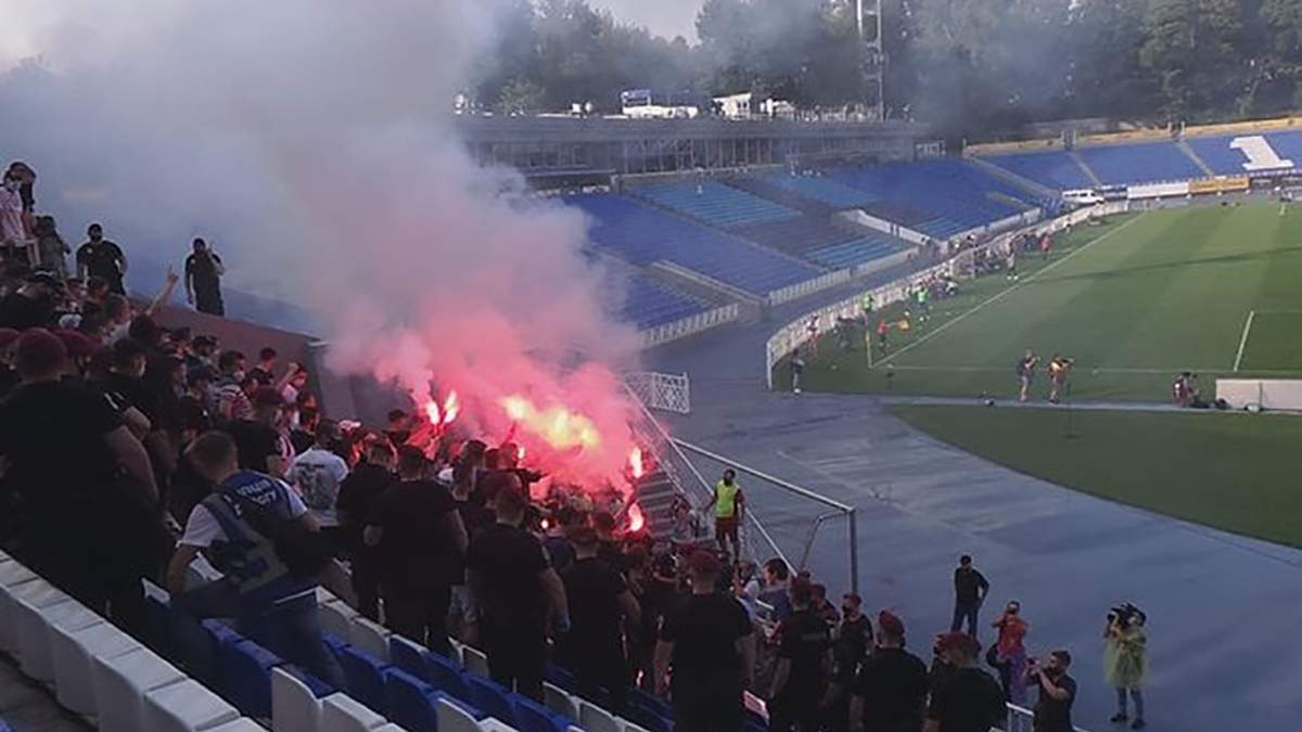 """Фанати """"Динамо"""" прорвалися на стадіон під час матчу"""
