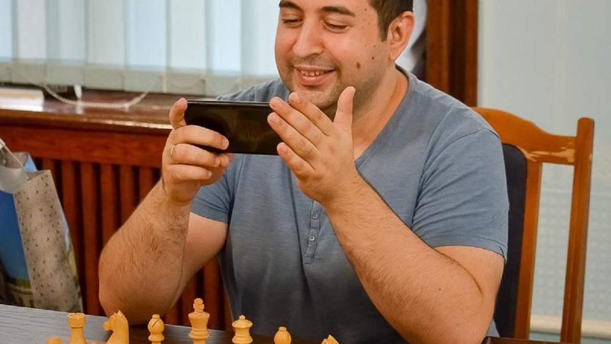 Александр Зубов принимает поздравления с победой