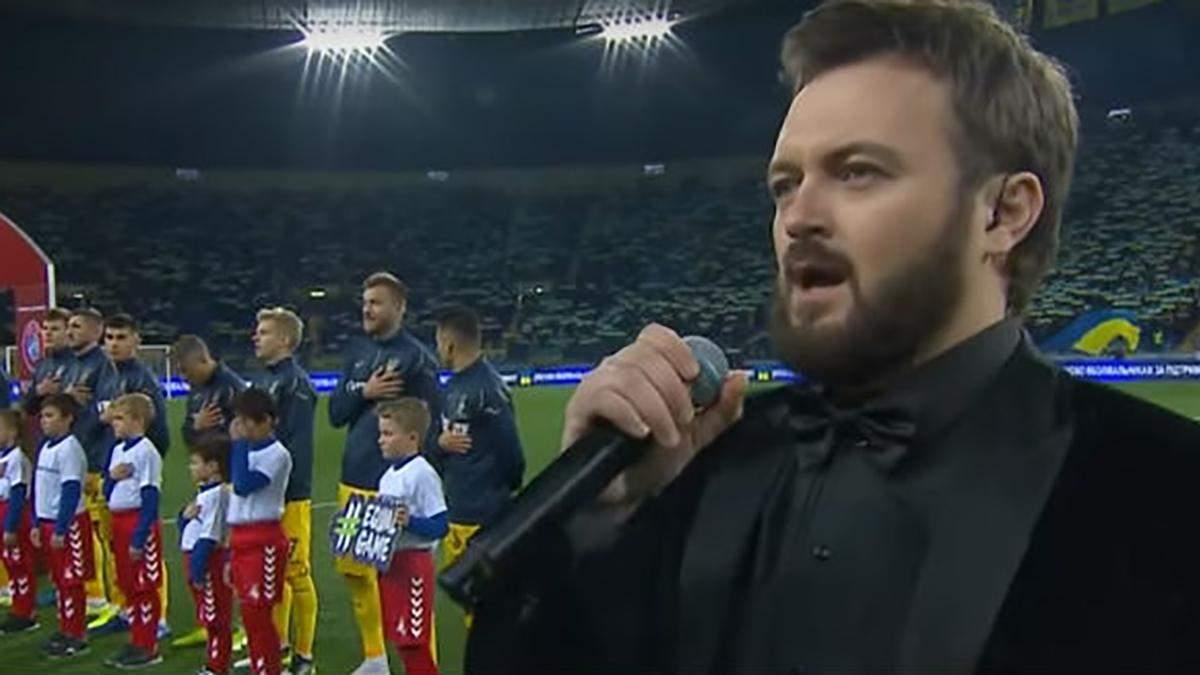 Дзидзьо исполняет гимн Украины