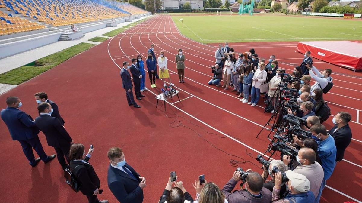 Зеленский на реконструированном стадионе в Ивано-Франковске