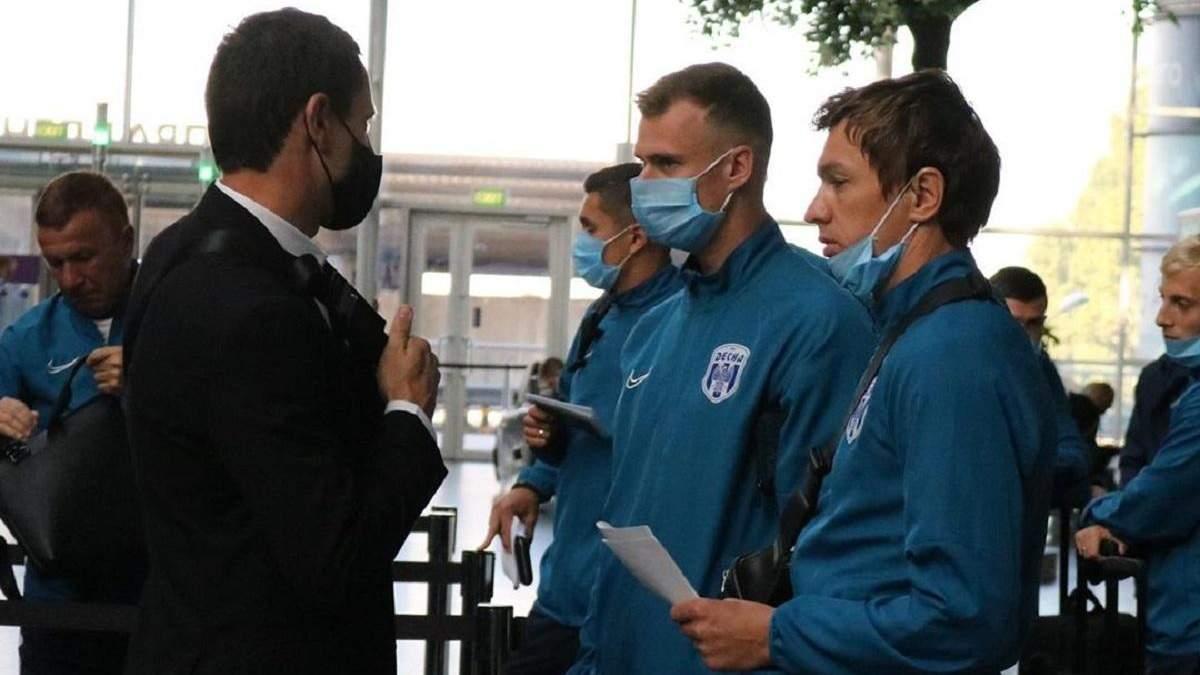"""""""Колос"""" і """"Десна"""" перед вильотами на матчі ЛЄ зустрілися в аеропорту й наробили фото"""