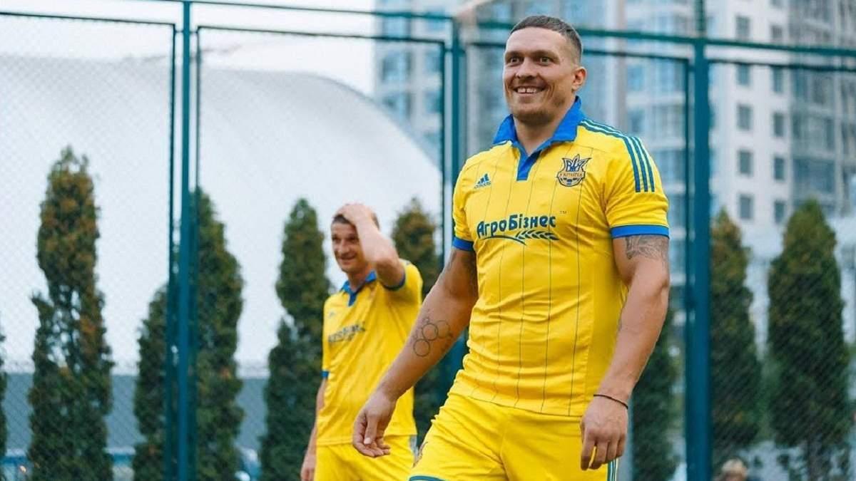 Ярмоленко подарил футболку Усику