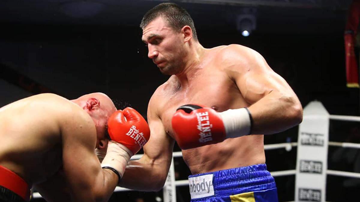 Украинский боксер Выхрист снова ярко победил на профессиональном ринге: видео