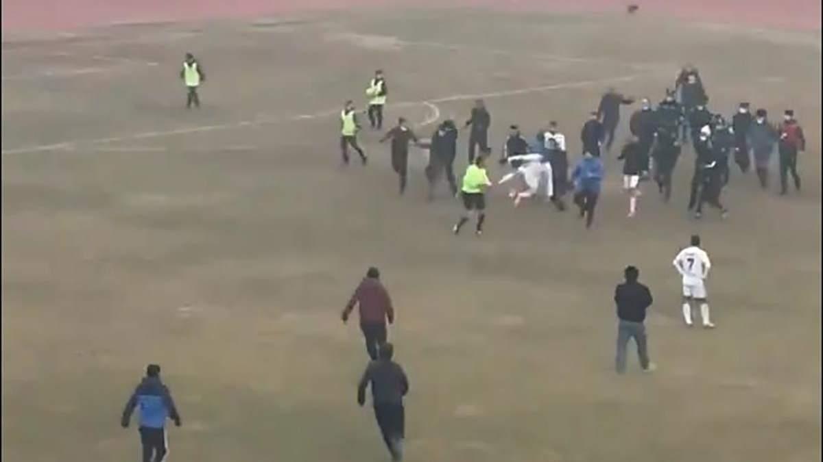 В Уз,екистані побили арбітра матчу