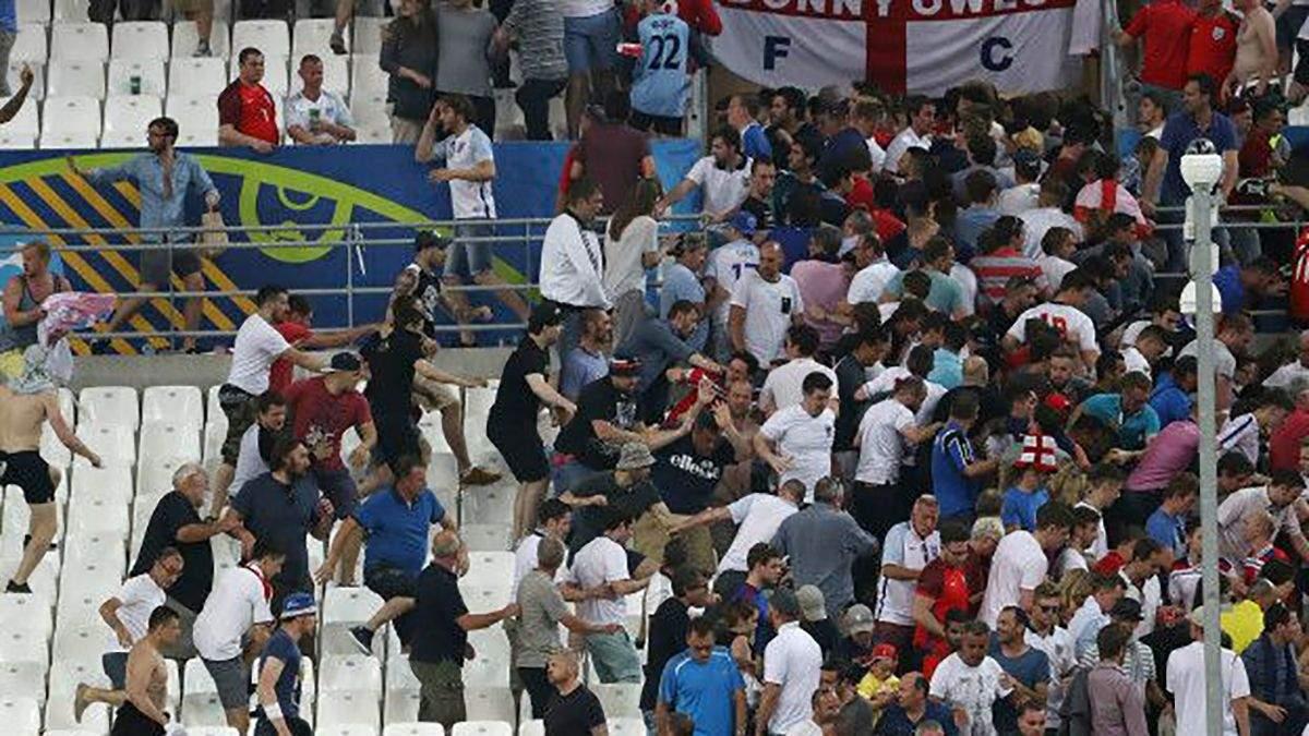 Два российских фаната получили тюремные сроки за драку на Евро-2016