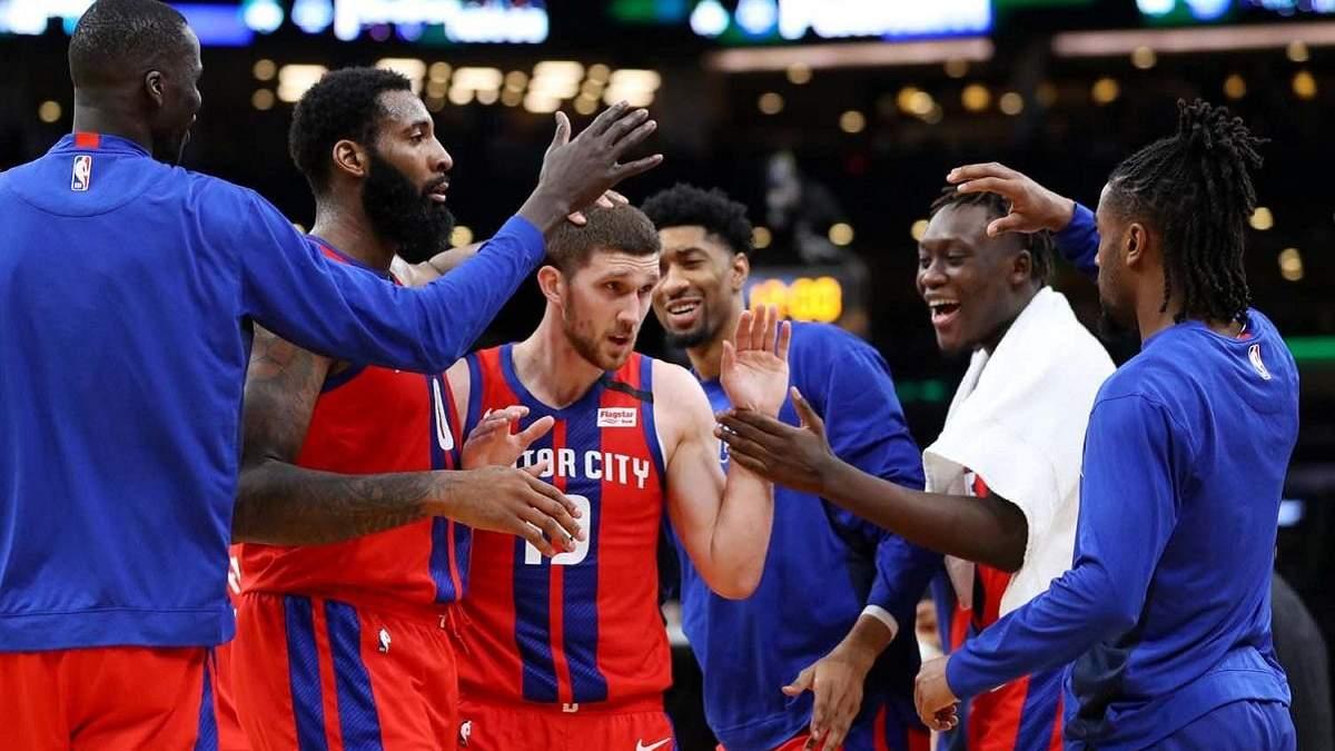 Детройт Михайлюка не сумел уйти от поражения в заключительном матче перед стартом в НБА
