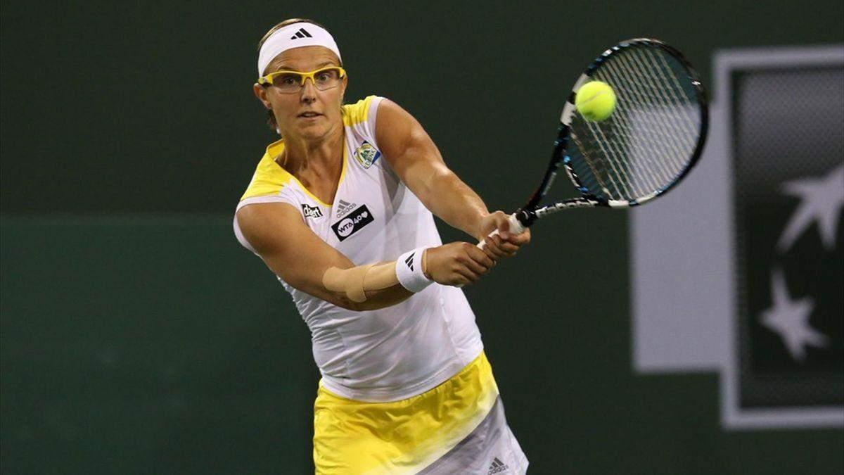 Врезалась в щит: известная теннисистка получила нелепую травму и вылетела из турнира – видео