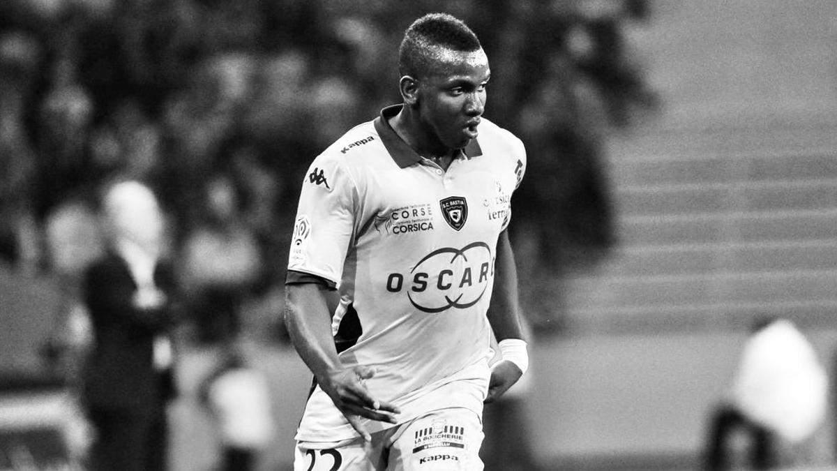 30-літній футболіст Крістофер Мабулу помер під час гри