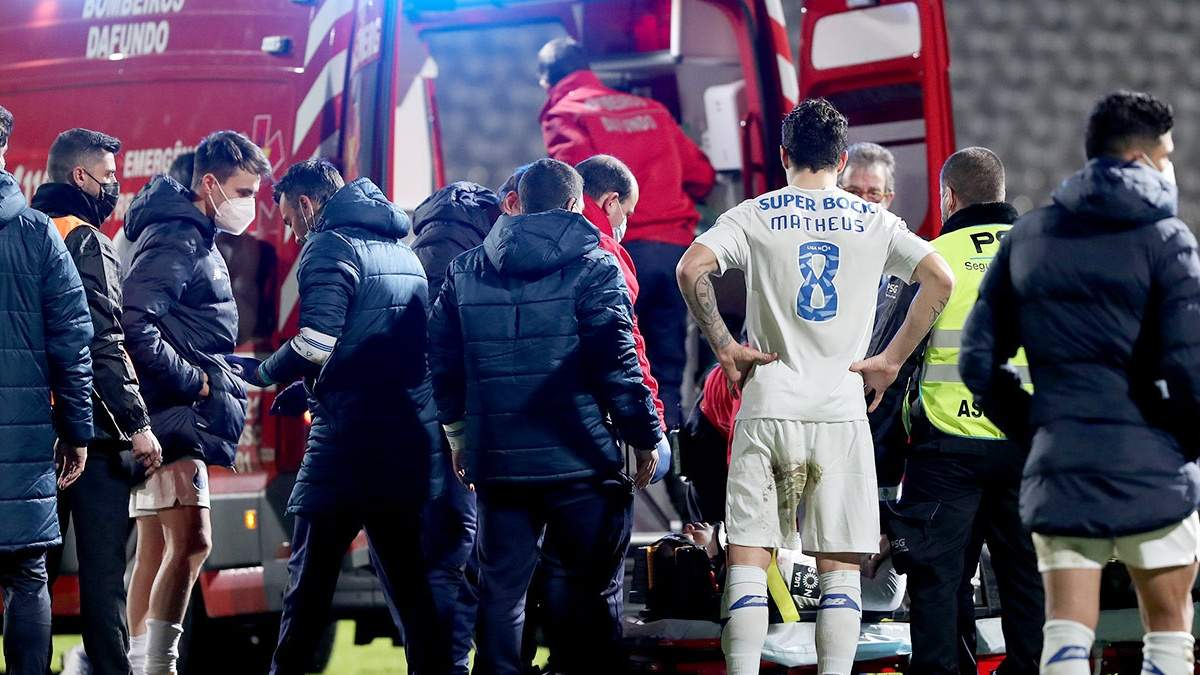 Російський воротар нокаутував футболіста Порту: у нього струс і травма спинного мозку – відео
