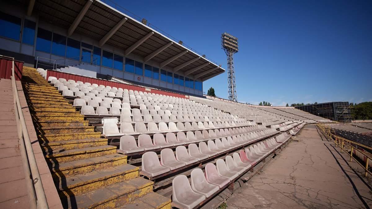 """Стадион """"Металлург"""" в Кривом Роге снесли: летом арену посетил Зеленский"""