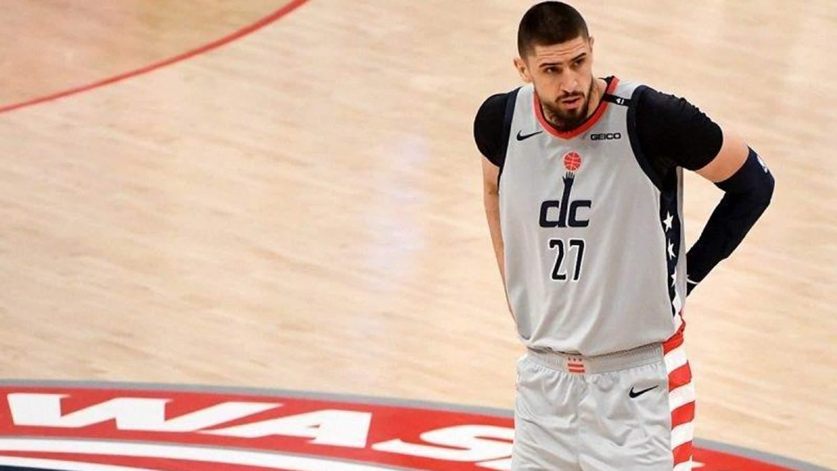 Украинский центровой Лень мог стать одноклубником звезды НБА Адетокумбо
