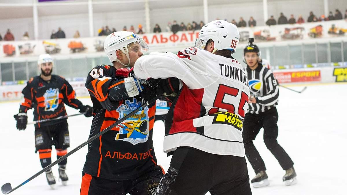 Билися так, що позлітали шоломи: бійка російських хокеїстів в Україні – відео