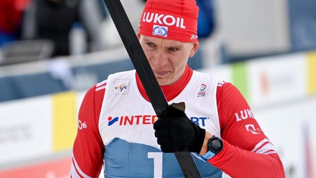 Лижник із Норвегії на фініші зламав палицю представнику Росії: росіянин програв гонку – відео