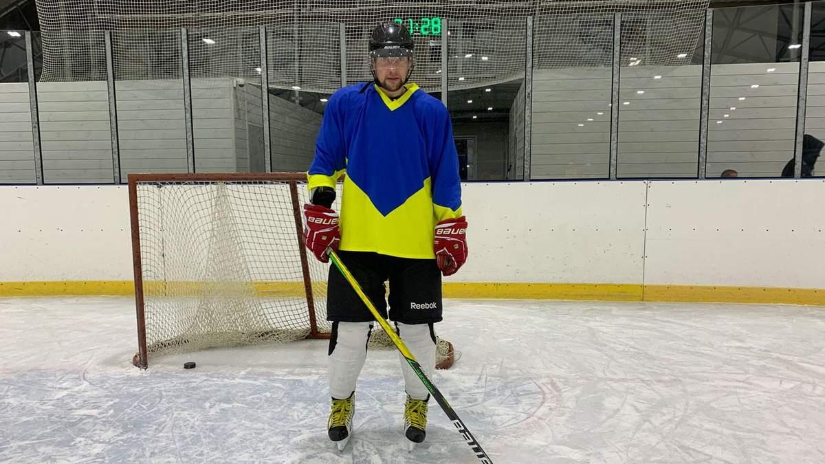 Селезнев продемонстрировал свои навыки играть в хоккей: видео