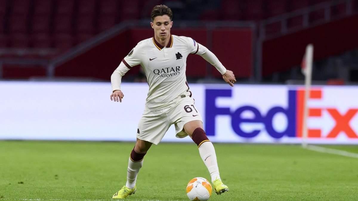 Как болбой бросил мяч в лицо футболисту Ромы во время матча Лиги Европы: видео