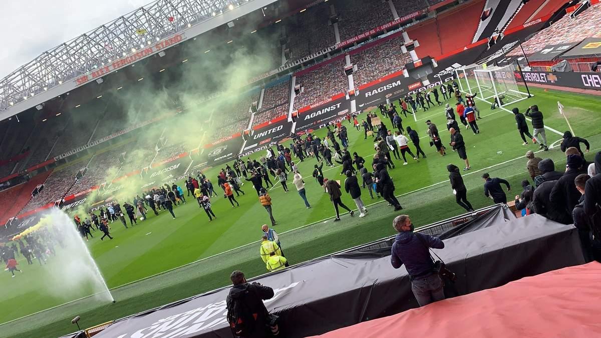 Фанати Манчестер Юнайтед прорвалися на стадіон перед матчем з Ліверпулем: фото та відео