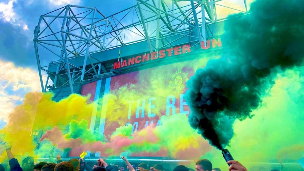 Матч между Манчестер Юнайтед и Ливерпулем перенесли из-за фанатов, прорвавшихся на стадион: фото