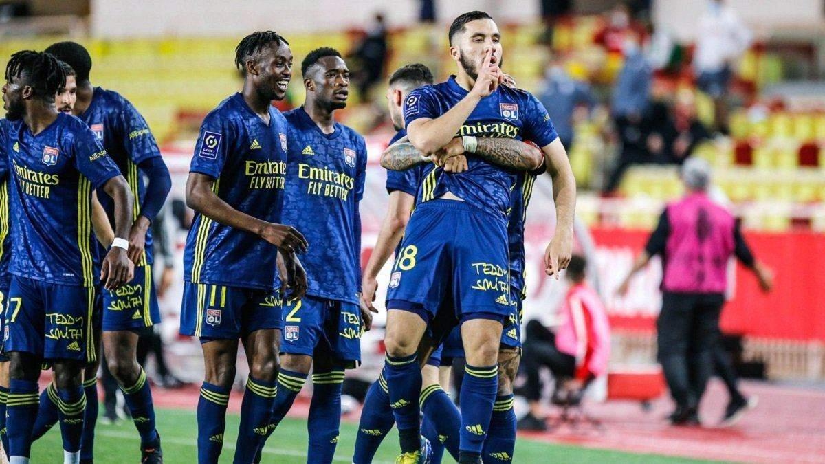 У Франції футбольний матч закінчився масовою бійкою з п'ятьма вилученнями: відео