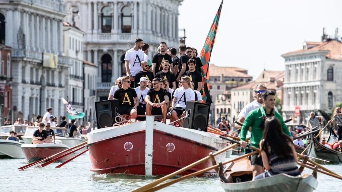 Гравці Венеції святкують вихід до Серії А