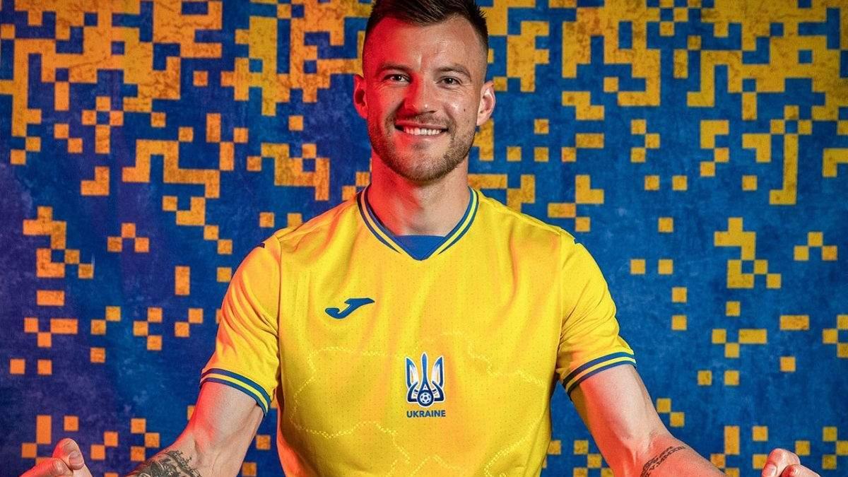 Болельщики раскупили новую форму сборной Украины