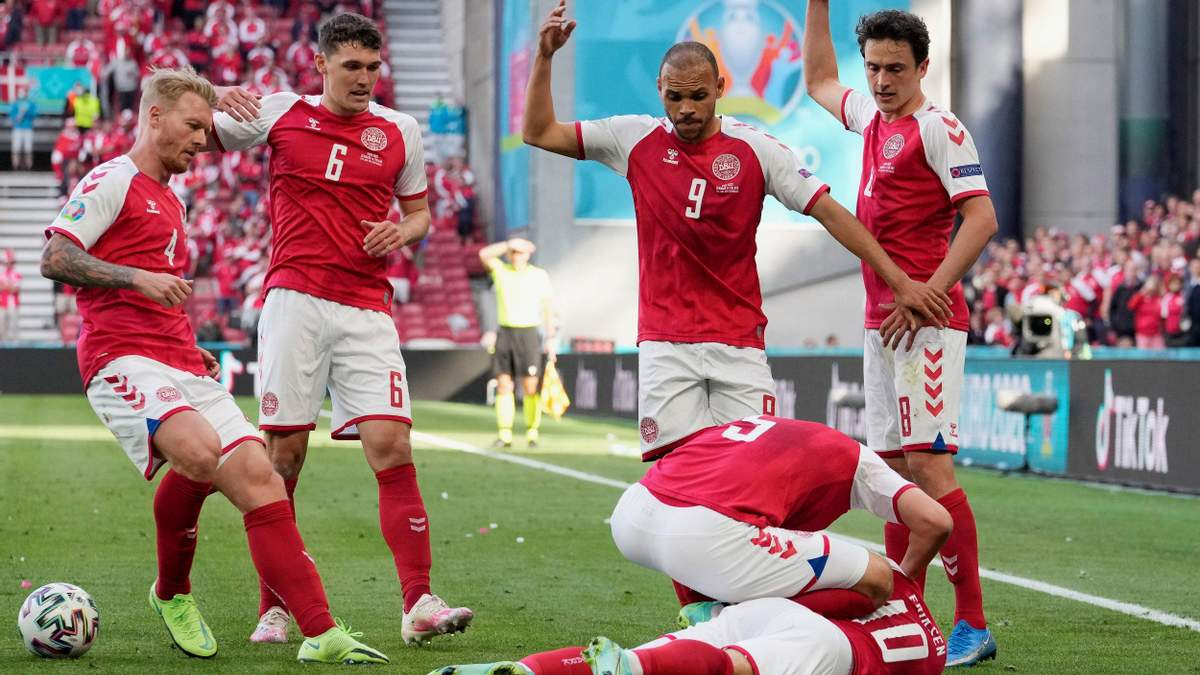УЕФА пригрозил Дании техническим поражением после инцидента с Эриксеном