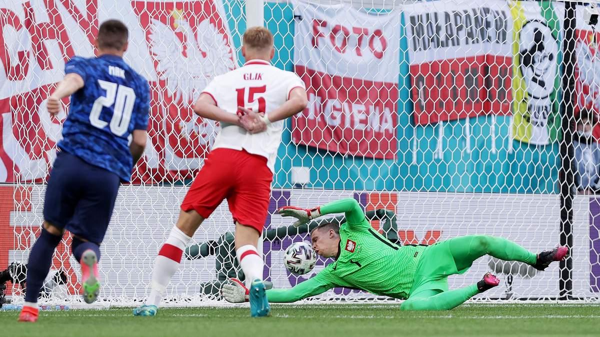 Вратарь Польши Щенсны отметился автоголом в матче со Словакией