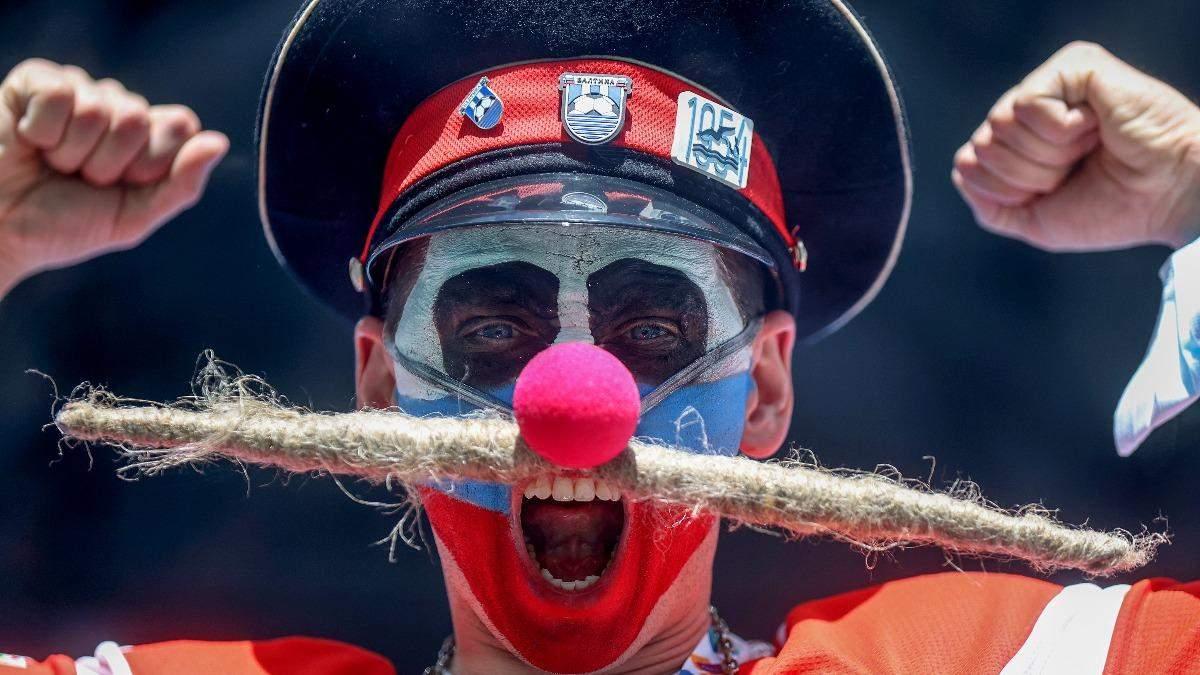 Російські фани влаштували цирк під час матчу з фінами: фото