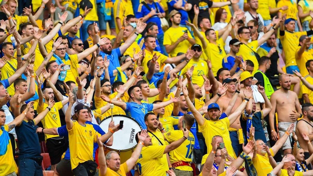 Співали Червону руту: українські фани розірвали стадіон у Бухаресті