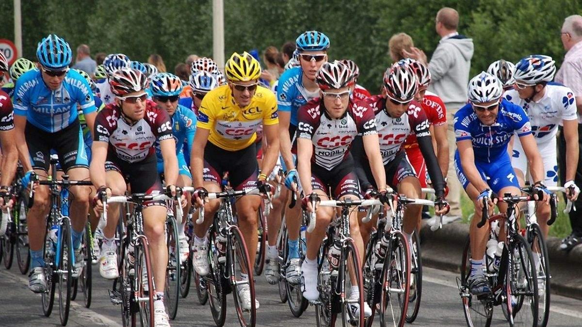 Велосипедисты протестовали после массового падения на Тур де Франс