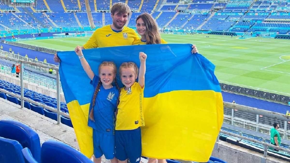 Милые фото близняшек-фанаток со сборной Украины в Риме