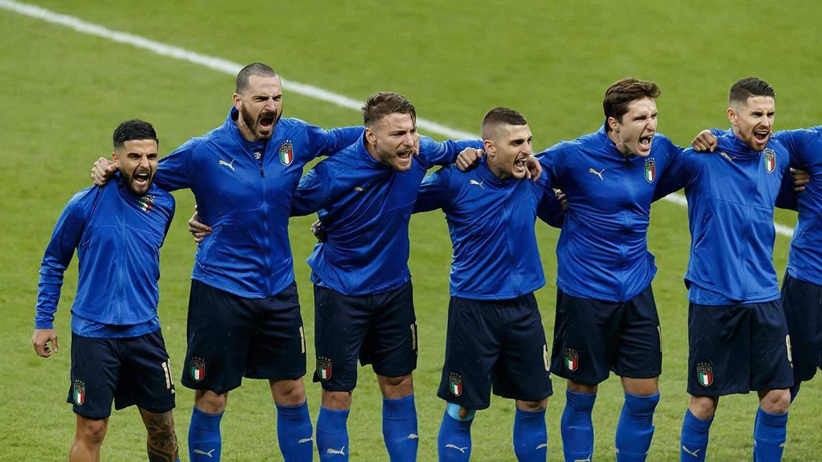 Як футболісти збірної Італії співають гімн: відео