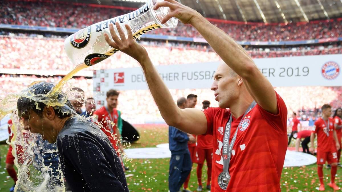 Легенда Баварии Арьен Роббен второй раз завершил карьеру футболиста