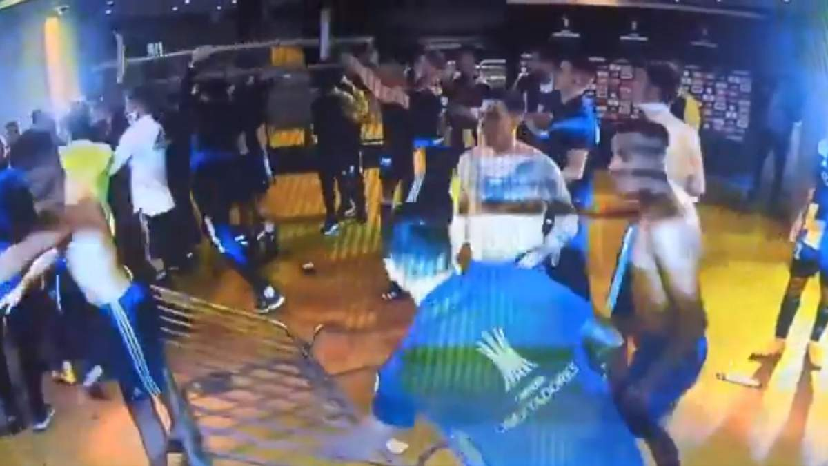 Гравці Бока Хуніорс влаштували бійку з поліцією після вильоту з Копа Лібертадорес, їх затримали - Спорт 24