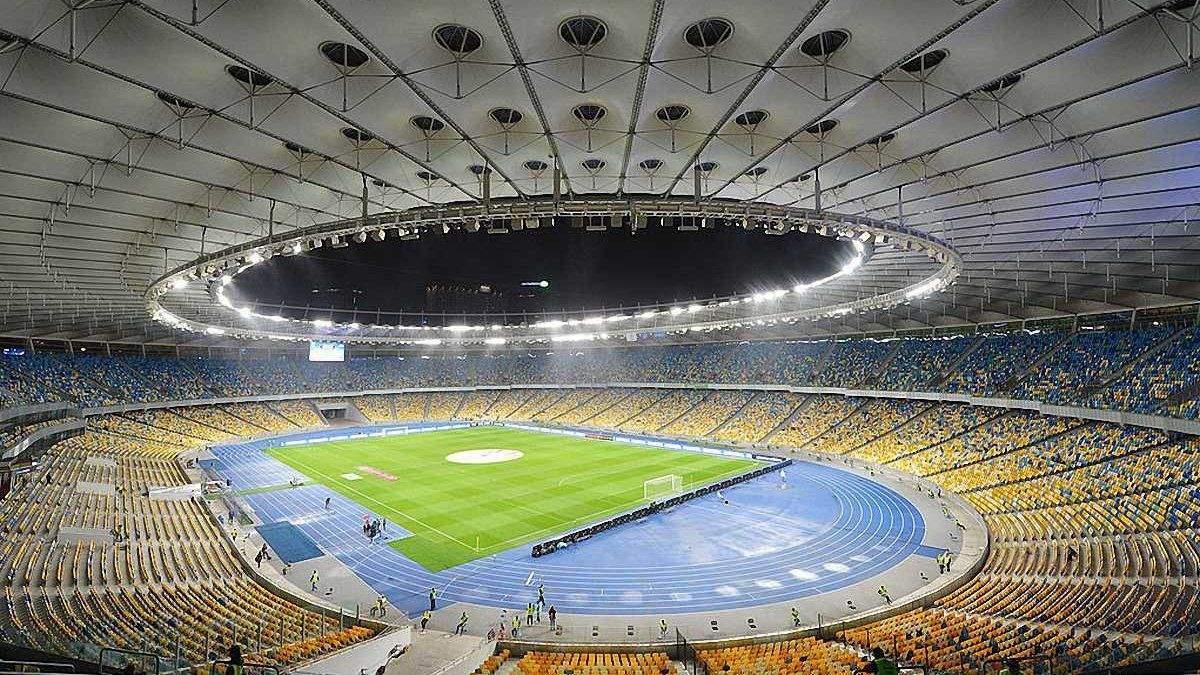 Шахтер и Динамо поменяли газон НСК Олимпийский - видео