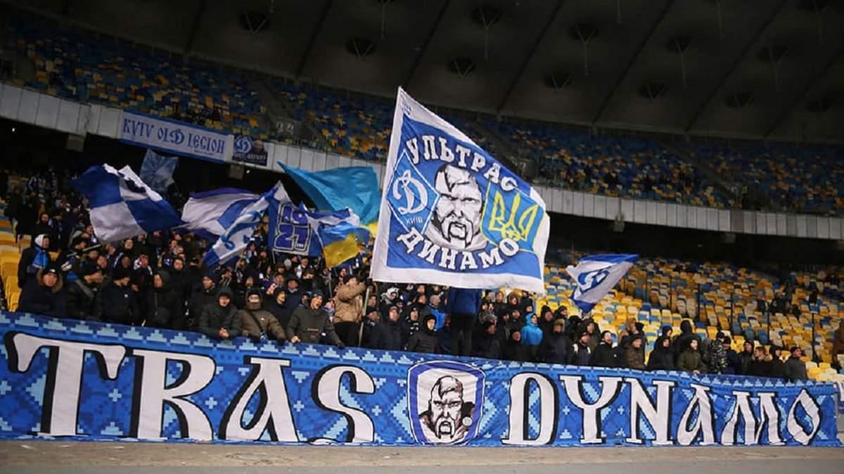 Вам тут не раді: ультрас Динамо зірвали величезний банер Шахтаря в центрі Києва – відео - Спорт 24
