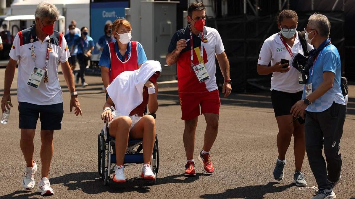 Теннисистка Бадоса не доиграла на Олимпиаде и покинула корт на коляске