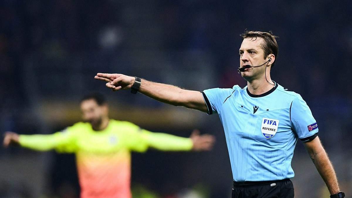 Щедра душа: арбітр призначив 4 пенальті за 42 хвилини у матчі Ліги чемпіонів – відео - Спорт 24